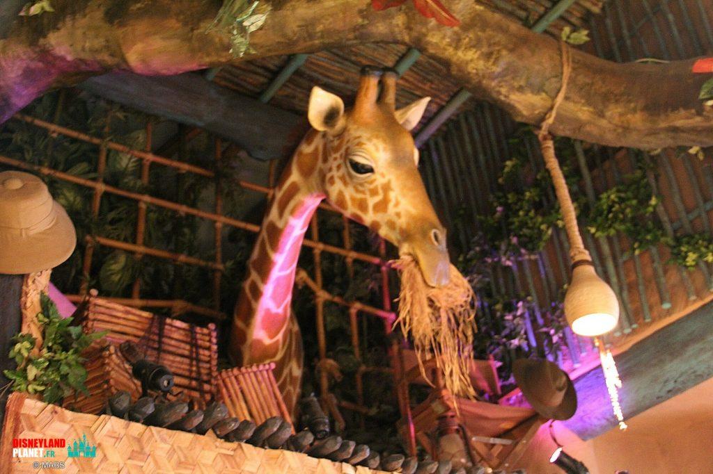girafe curieuse disneyland paris